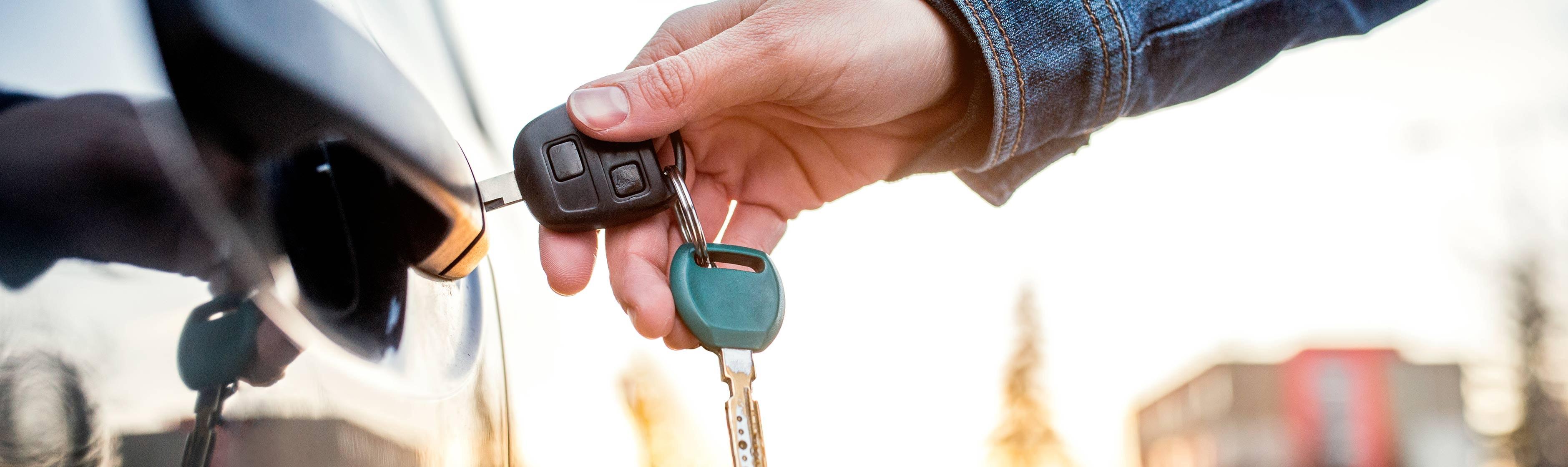 Auto met sleutel openmaken