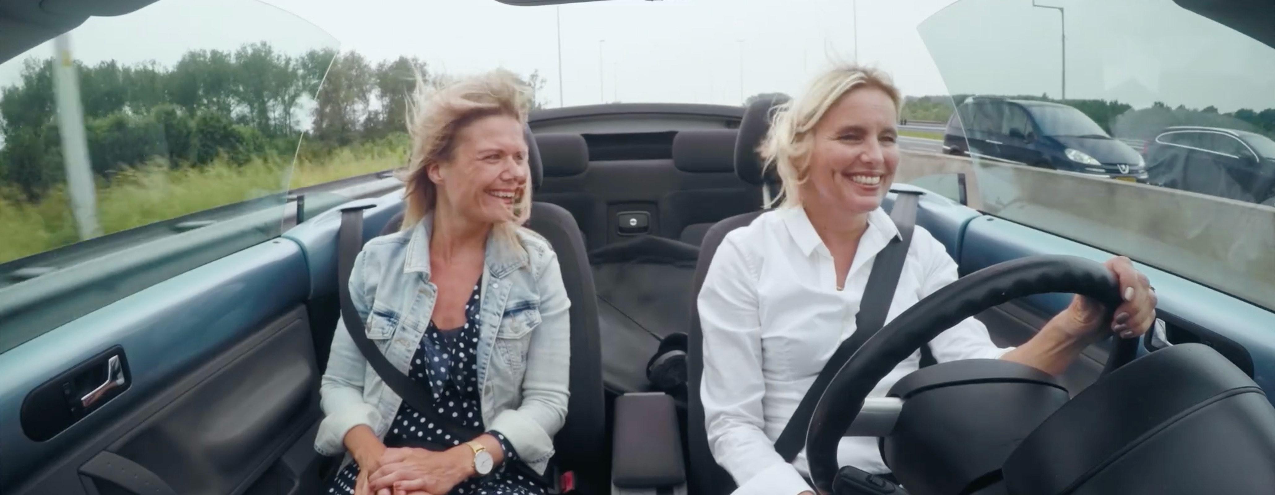 Odiel en Yvette in de auto