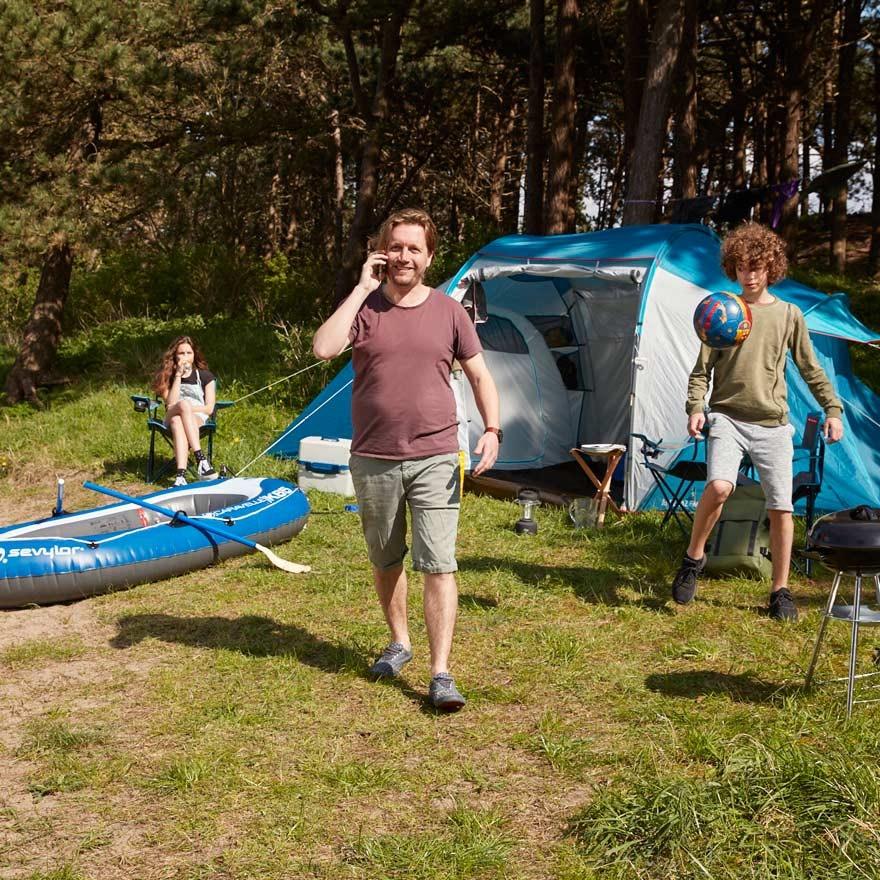 Familie op de camping