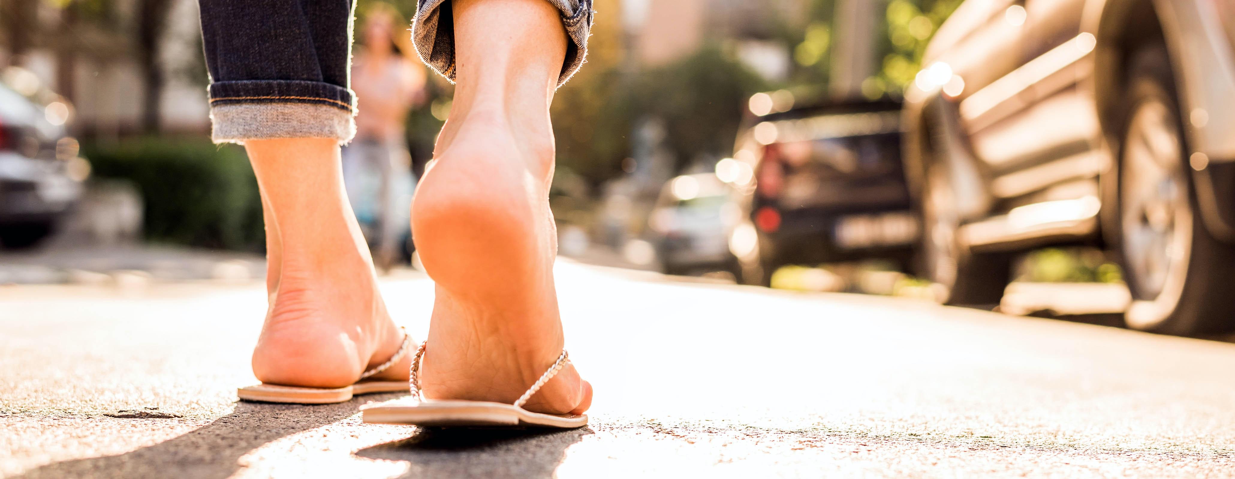 Voeten met slippers