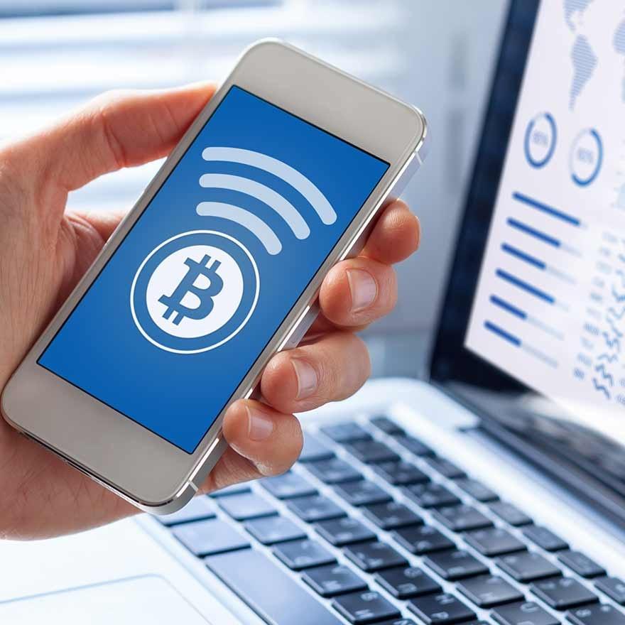 mobiele telefoon met bitcoin logo